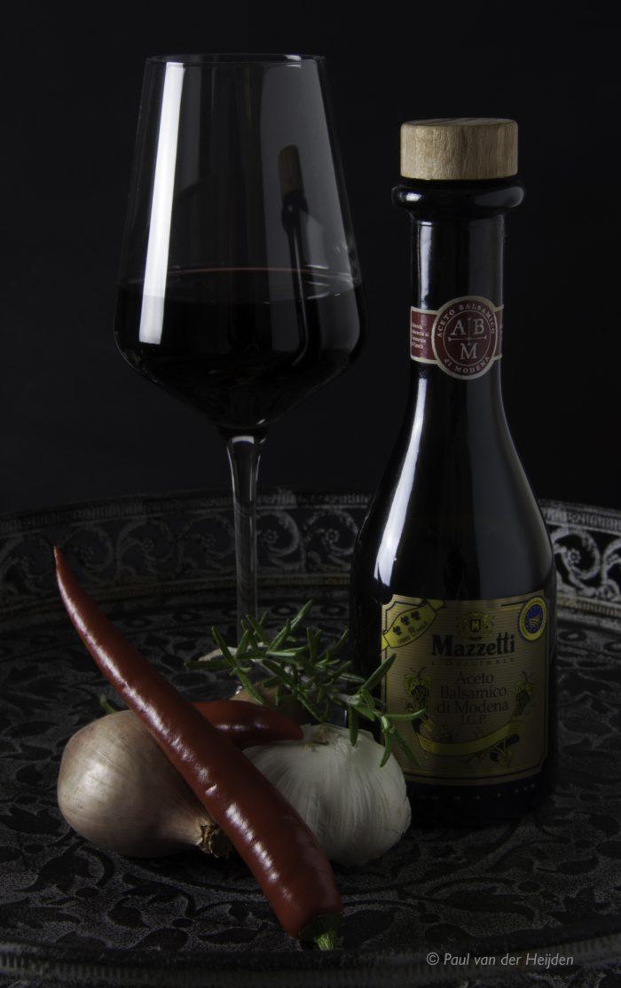 Balsamico, wijn, rode peper, knoflook en ui