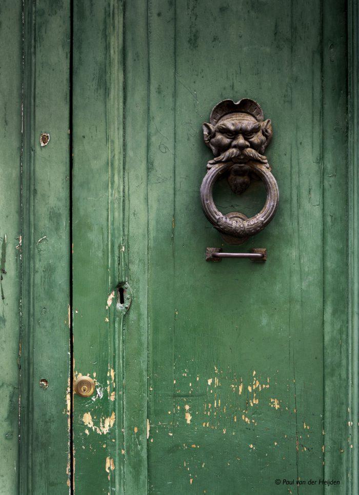 Deur in Sienna, Italië