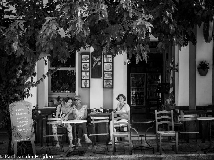 """Café """"de Kat"""" in Pythagorion, Samos, Griekenland"""