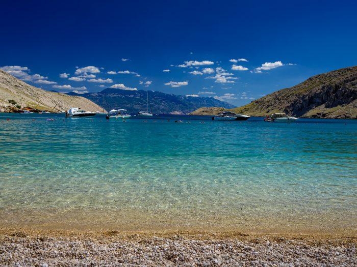 Mooie baai op Krk in Kroatië